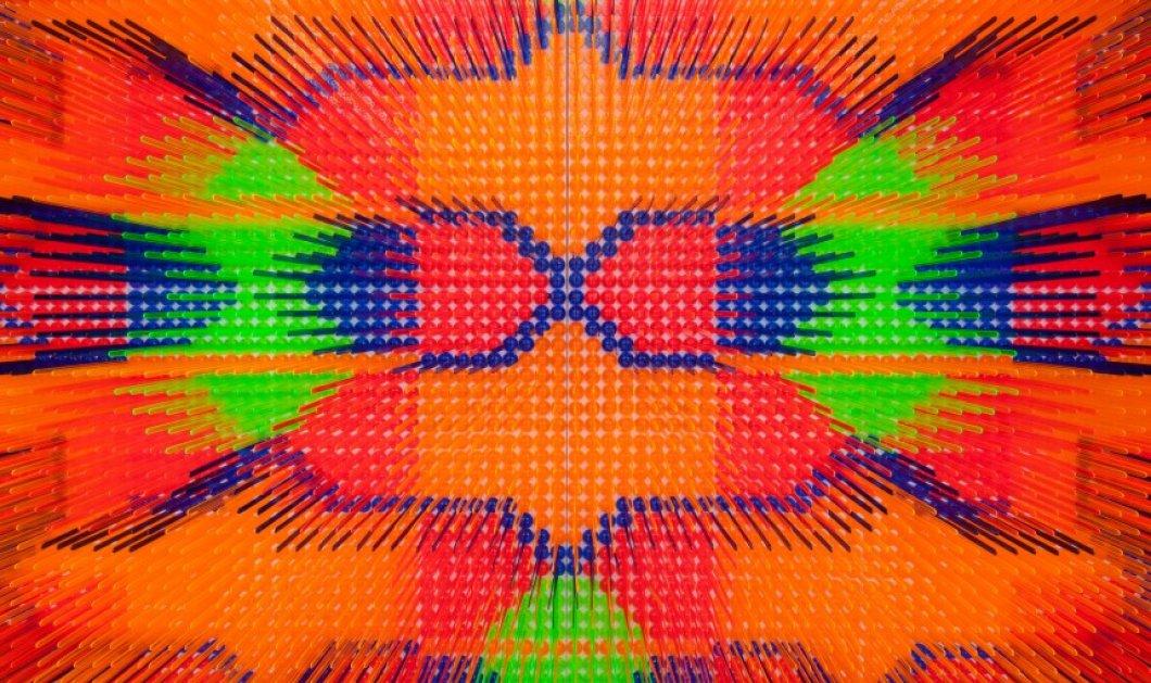 """Εντυπωσιακά """"χαλιά"""" με έμπνευση τα... κοκτέιλ: Φτιαγμένα με χιλιάδες ομπρελίτσες και αναδευτήρες - Κυρίως Φωτογραφία - Gallery - Video"""
