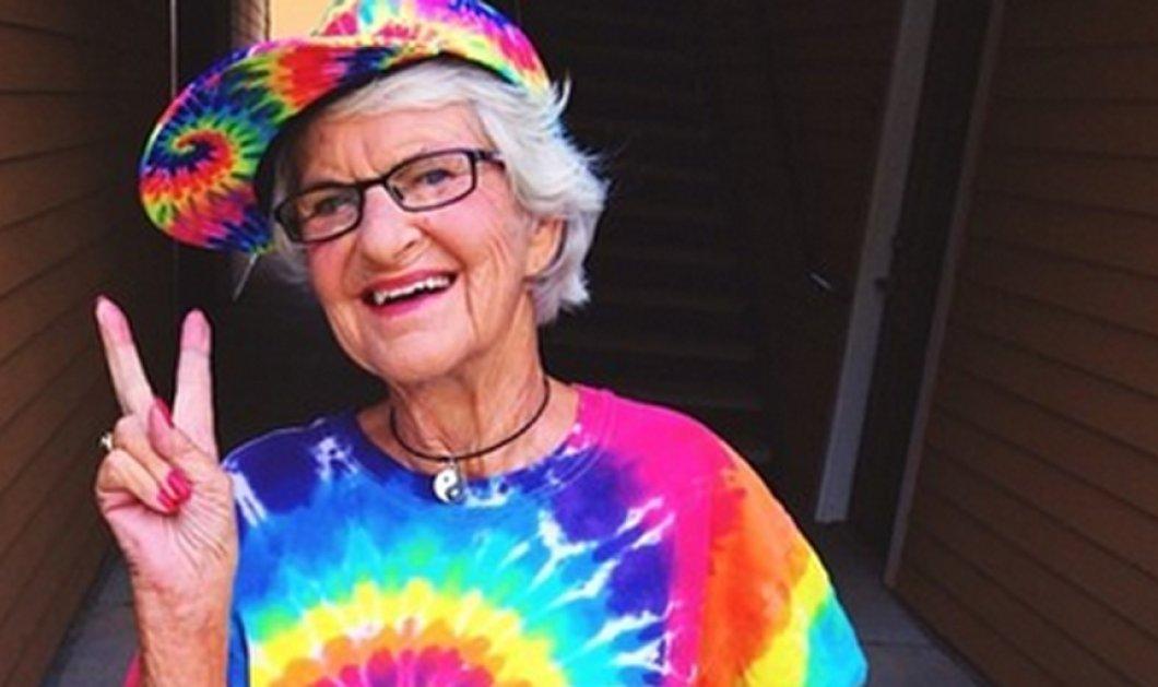 Μια 88χρονη γιαγιά αναστατώνει το Internet με τα πλεκτά της μαγιό και τα ροζ της μαλλιά - Δείτε φωτό - Κυρίως Φωτογραφία - Gallery - Video