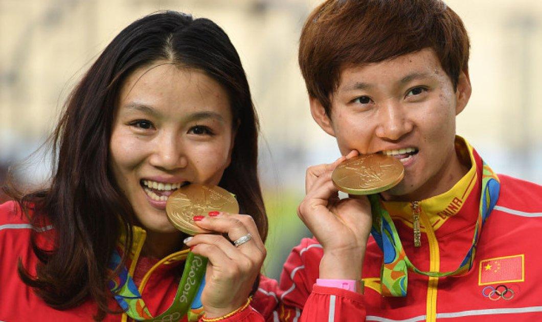 Πόσο χρυσά είναι τα χρυσά μετάλλια; Να γιατί τα δαγκώνουν οι Ολυμπιονίκες! - Κυρίως Φωτογραφία - Gallery - Video