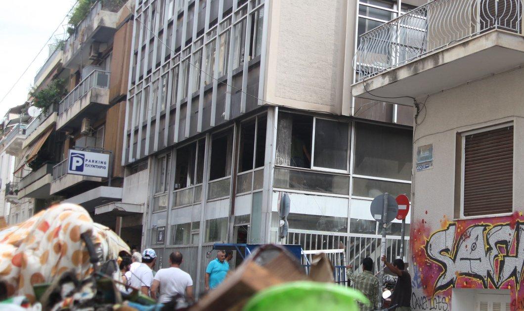 Εμπρηστική επίθεση από αγνώστους σε κτίριο στα Εξάρχεια - Ήθελαν να κάψουν ζωντανούς πρόσφυγες & μετανάστες - Κυρίως Φωτογραφία - Gallery - Video