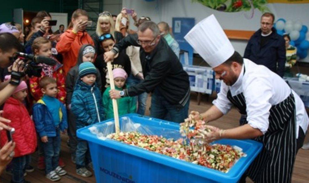 Good News: Ετοιμάζεται ελληνική σαλάτα 20 τόνων στην Κόκκινη Πλατεία της Μόσχας — Πάει για Γκίνες  - Κυρίως Φωτογραφία - Gallery - Video