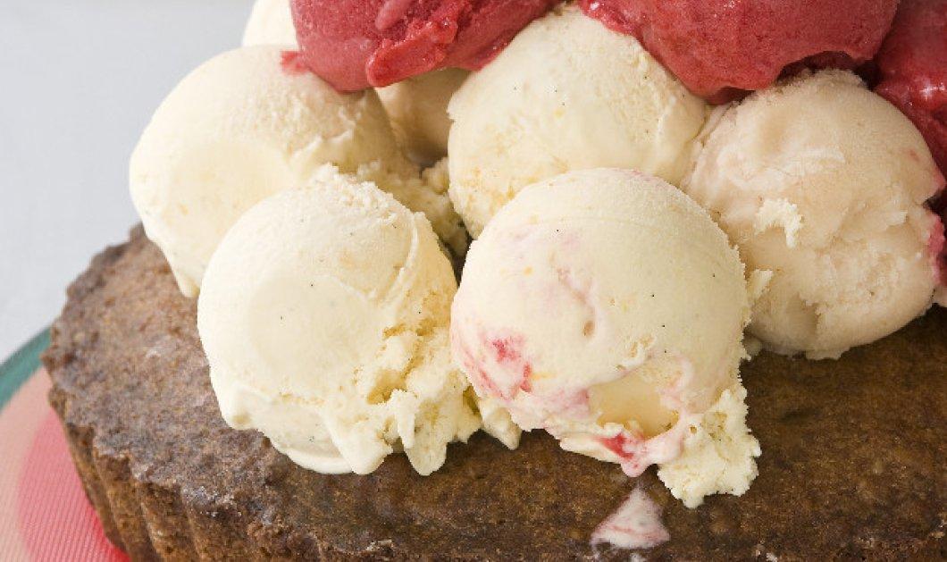 Είστε έτοιμοι για τρέλες; Καρυδόπιτα με παγωτό του Στέλιου Παρλιάρου και τινάξτε τον ουρανίσκο - Κυρίως Φωτογραφία - Gallery - Video