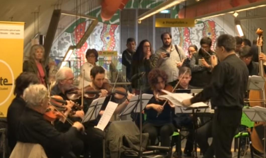 Βίντεο: Ξαφνικά το μετρό γέμισε βιολιά, βιολοντσέλα, άριες & υψίφωνους -Όπερα στο Μπουένος Άιρες   - Κυρίως Φωτογραφία - Gallery - Video