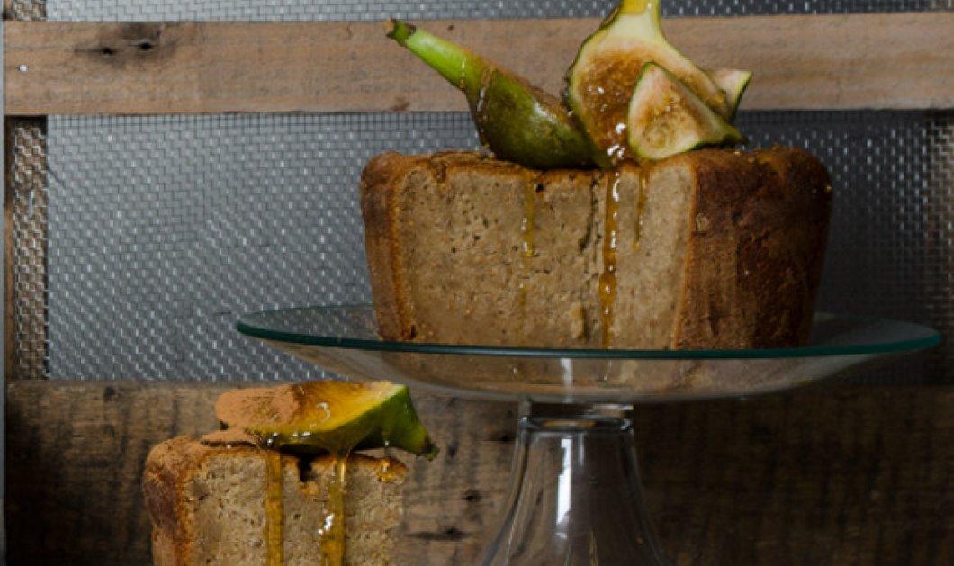 Ο Στέλιος Παρλιάρος μας δείχνει μια ξεχωριστή καλοκαιρινή συνταγή: Κέικ με σύκα! - Κυρίως Φωτογραφία - Gallery - Video