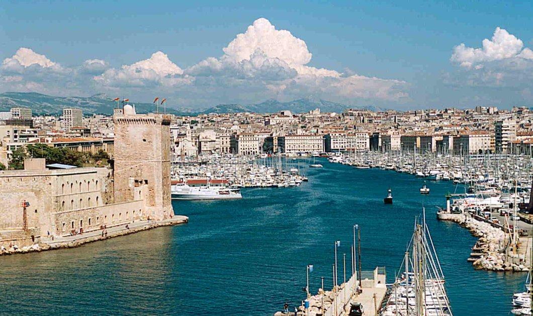 """Κλείνει το ελληνικό προξενείο στην Μασσαλία μετά από 2 αιώνες: Η διαμαρτυρία ομογενών για το """"λουκέτο"""" - Κυρίως Φωτογραφία - Gallery - Video"""