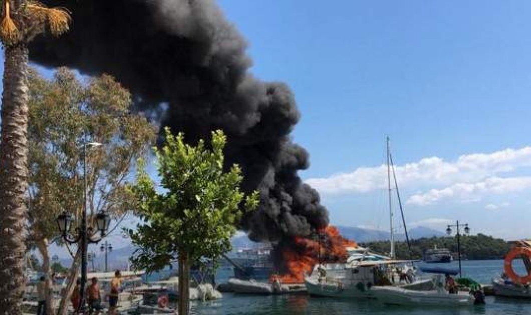 Στις φλόγες τυλίχθηκε θαλαμηγός στο Νυδρί - Η φωτιά επεκτάθηκε και σε διπλανό σκάφος - Δείτε βίντεο και φωτό   - Κυρίως Φωτογραφία - Gallery - Video