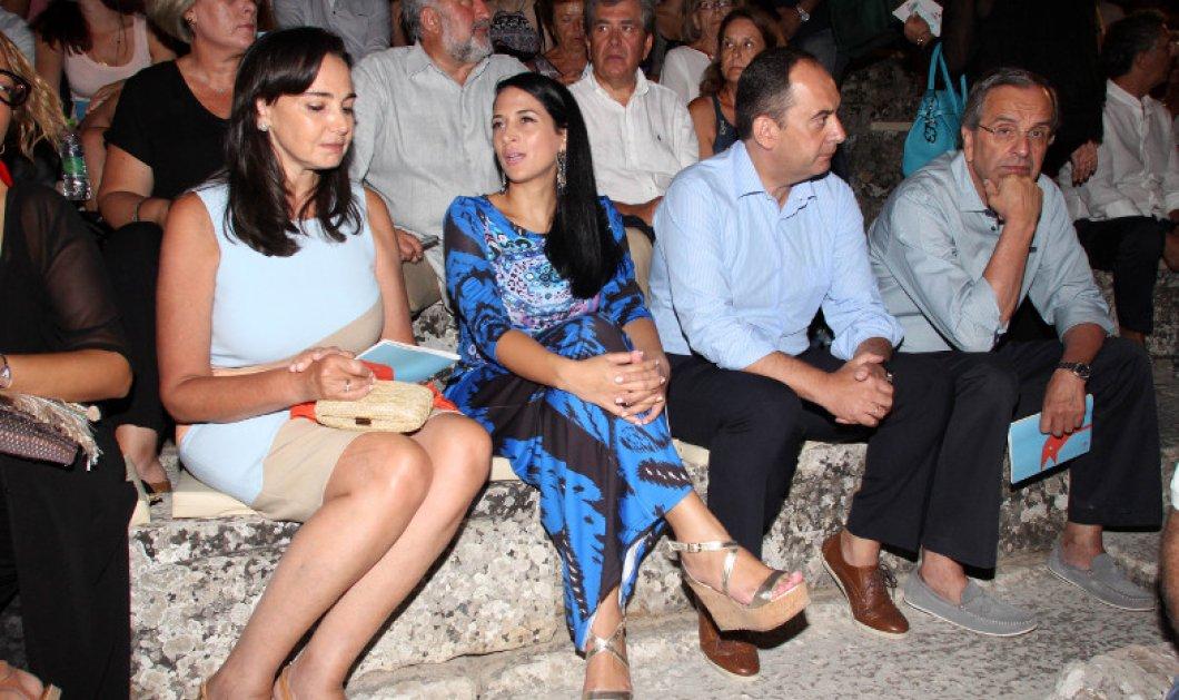 Ο Α. Σαμαράς και ο Γ. Πλακιωτάκης με τις συζύγους τους παρέα στην Επίδαυρο (φωτό) - Τι είδαν οι δύο πρώην πρόεδροι της ΝΔ  - Κυρίως Φωτογραφία - Gallery - Video