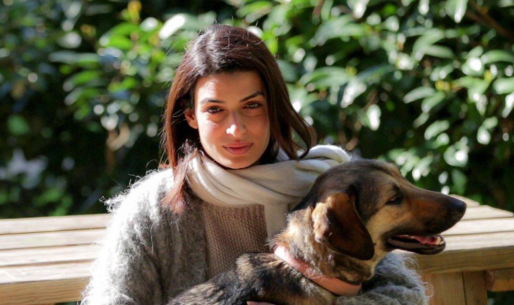 ''Σκύβω & μαζεύω'' λέει η Τόνια Σωτηροπούλου ενώ μας παροτρύνει να μην αφήνουμε τις ακαθαρσίες του σκύλου μας στο ύπαιθρο  - Κυρίως Φωτογραφία - Gallery - Video