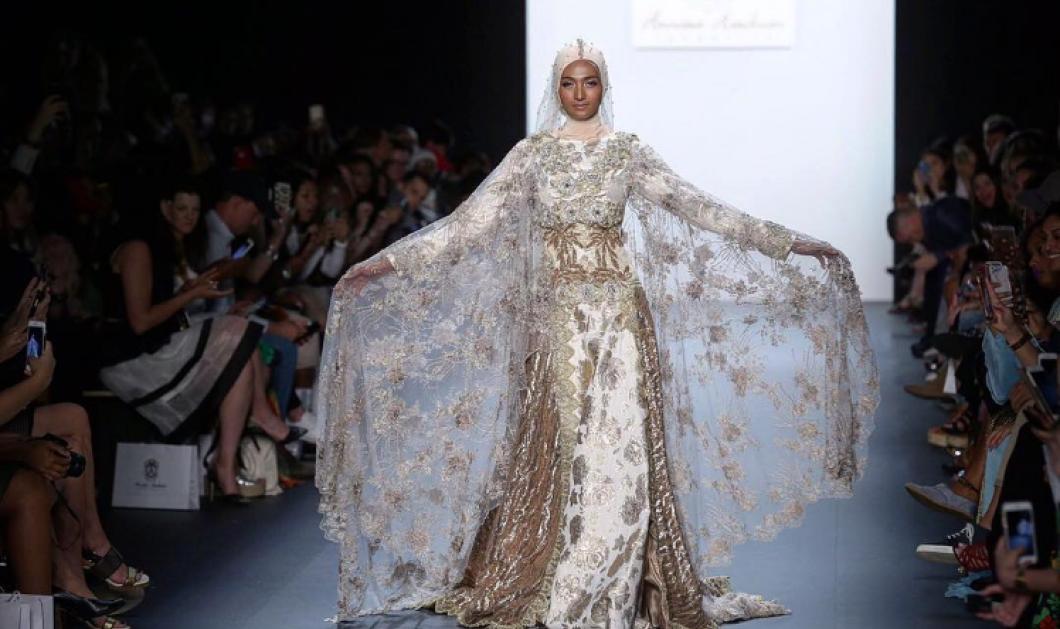 Η Ισλαμική μαντίλα για πρώτη φορά στην Εβδομάδα Μόδας της Νεάς Υόρκης - Μεταξένια χιτζάμπ με έμπνευση την Ινδονησία  - Κυρίως Φωτογραφία - Gallery - Video