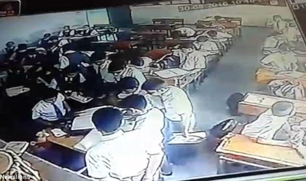 Βίντεο: Ο δάσκαλος τσαντίζεται και χτυπά άγρια τον μαθητή επειδή δεν διάβασε μπροστά στους τρομοκρατημένους συμμαθητές - Κυρίως Φωτογραφία - Gallery - Video
