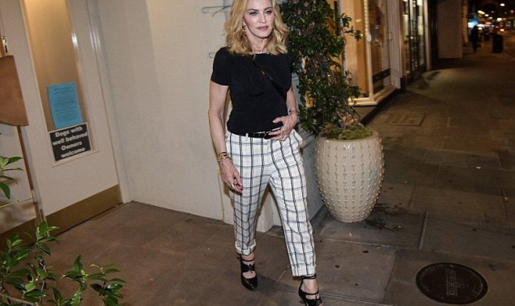 Μια άλλη Madonna: Σεμνά ντυμένη συναντήθηκε με την δασκάλα του γιού της - Τον  πήγε και για dinner   - Κυρίως Φωτογραφία - Gallery - Video