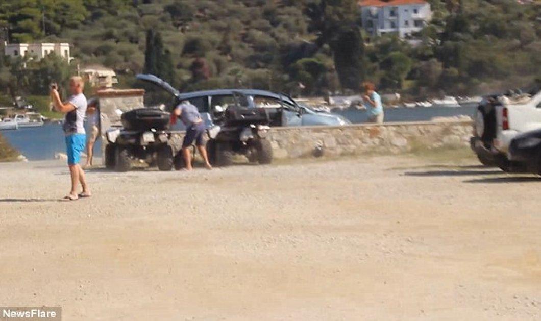 Viral βίντεο: Περίεργοι τουρίστες πλησίασαν τόσο πολύ αεροπλάνο που απογειώθηκε στην Σκιάθο ώστε διαλύθηκε το αυτοκίνητο τους  - Κυρίως Φωτογραφία - Gallery - Video