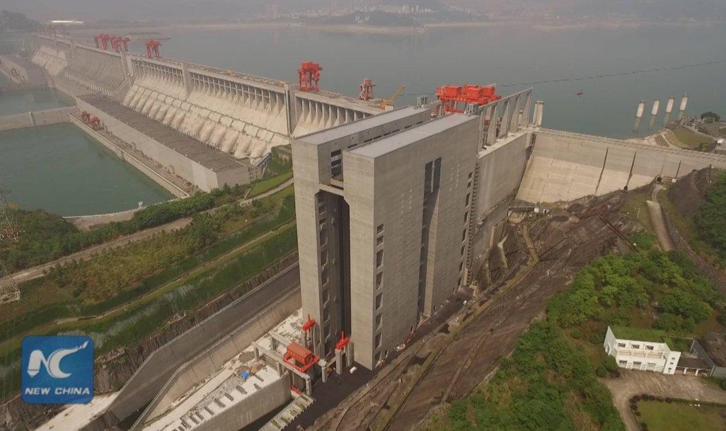 Βίντεο: Οι Κινέζοι ''ζωγράφισαν'' πάλι - Δείτε των ''βασιλιά'' των ανελκυστήρων που αντέχει έως 3.000 τόνους - Κυρίως Φωτογραφία - Gallery - Video