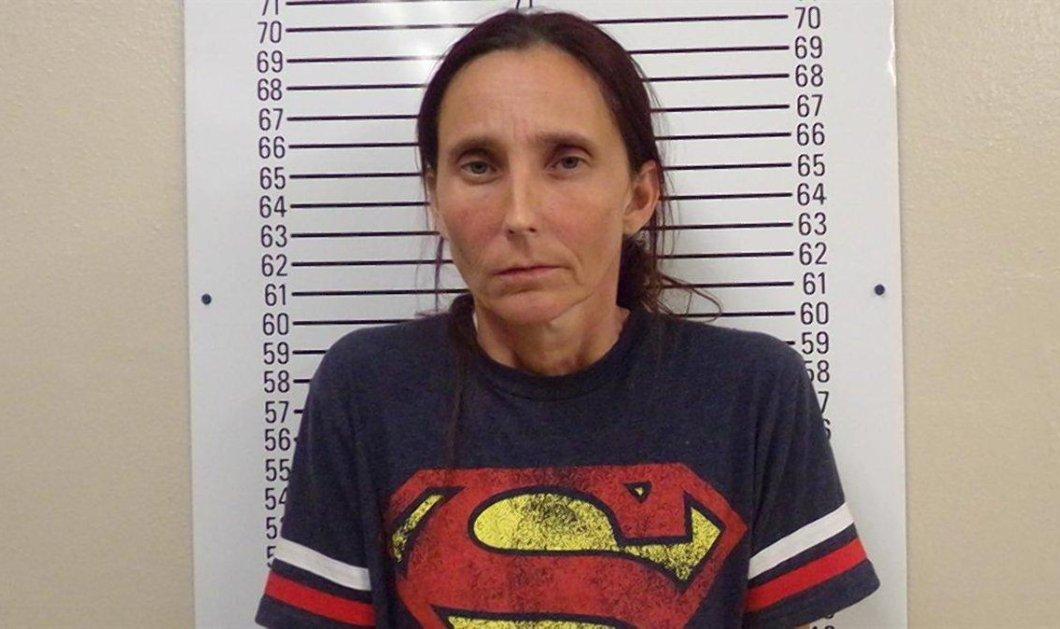 Ιστορία για αγρίους: Φυλάκισαν την 43χρονη μητέρα που παντρεύτηκε την 25χρονη κόρη της    - Κυρίως Φωτογραφία - Gallery - Video