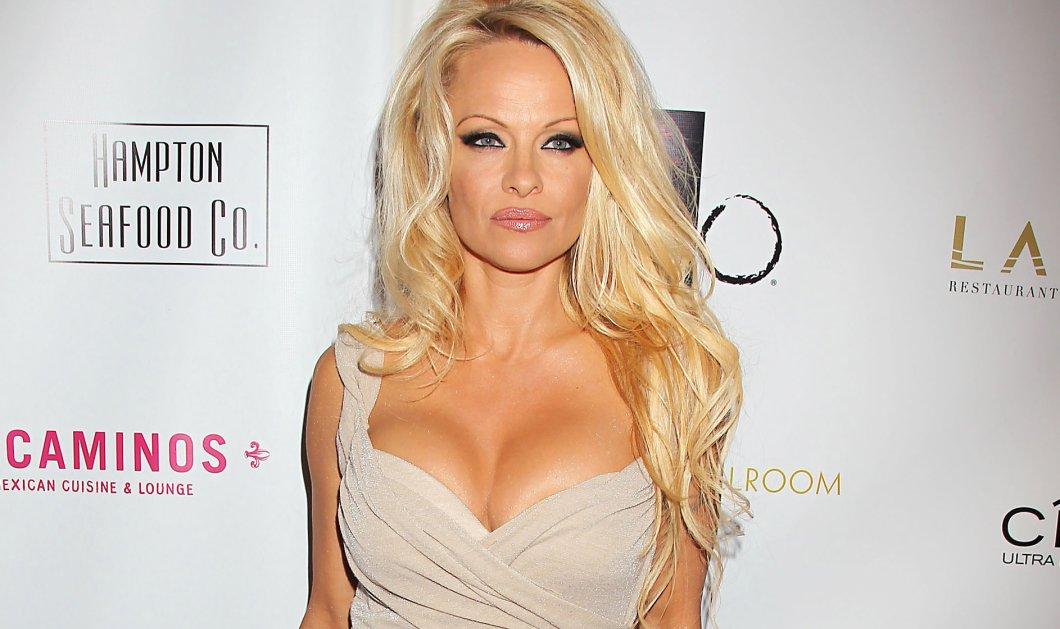 """Η 49χρονη Pamela Anderson γυμνή σαν την αλήθεια: """"Το πορνό ειναι κακό"""" λέει και τα πετάει όλα  - Κυρίως Φωτογραφία - Gallery - Video"""