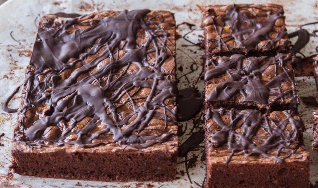 Ένα φανταστικό κέικ σοκολάτας χωρίς αλεύρι με μαρμελάδα πορτοκάλι από τον Άκη Πετρετζίκη - Κυρίως Φωτογραφία - Gallery - Video