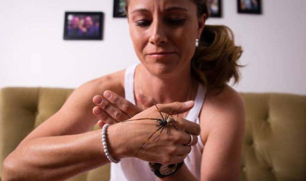Τοp Woman η γυναίκα που ζει με αράχνες & τις αφήνει να περπατούν στο πρόσωπο ή το σώμα της - Κυρίως Φωτογραφία - Gallery - Video