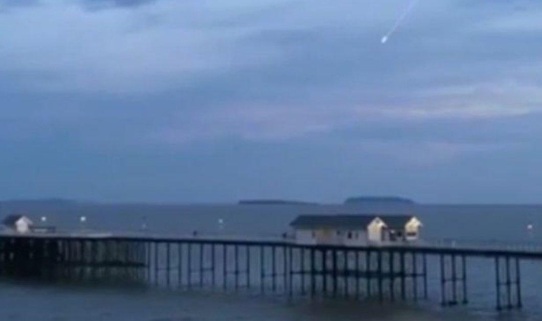 Βίντεο: Ερασιτέχνης κατέγραψε έναν εντυπωσιακό μετεωρίτη να πέφτει στη Γη πάνω από την Νότια Ουαλία  - Κυρίως Φωτογραφία - Gallery - Video