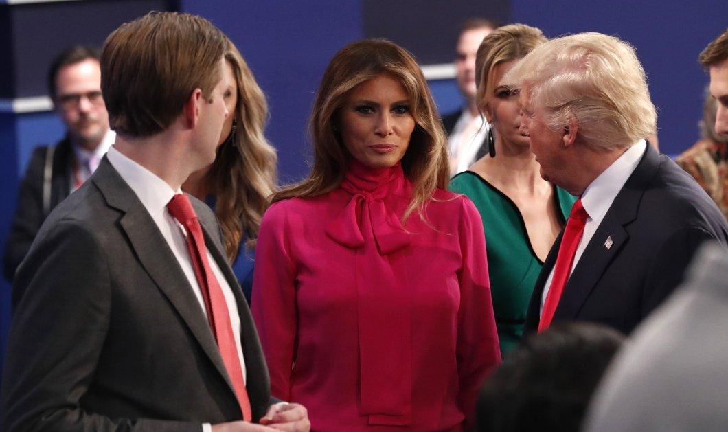 Μελάνια Τραμπ: Όταν το πουκάμισο 1.100 δολ. λέγεται «Pussy-bow» & το φοράει η υποψήφια Πρώτη Κυρία των ΗΠΑ   - Κυρίως Φωτογραφία - Gallery - Video