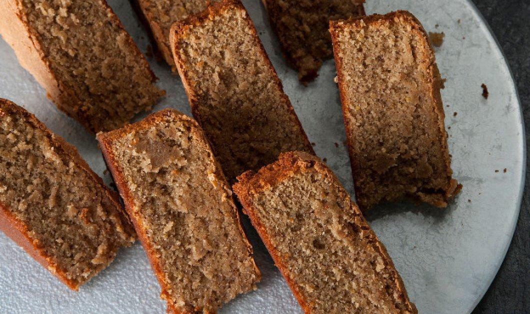 Ο Στέλιος Παρλιάρος μας προτείνει ένα νόστιμο κέικ χωρίς γλουτένη και αλεύρι, με τρεις ξηρούς καρπούς  - Κυρίως Φωτογραφία - Gallery - Video