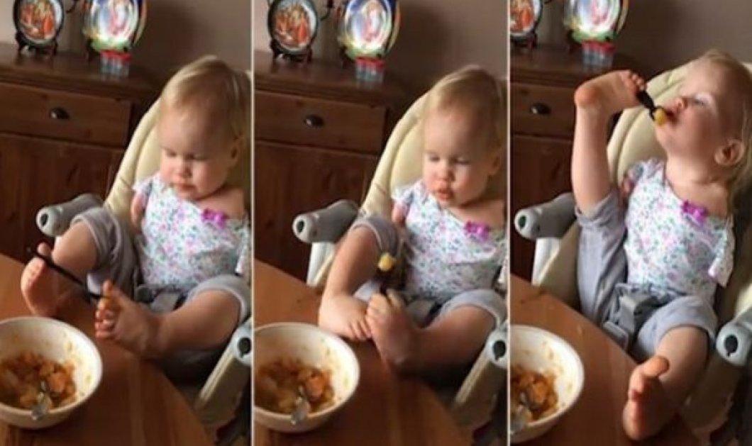Βίντεο ημέρας: Κοριτσάκι που γεννήθηκε χωρίς χέρια τρώει μόνο του για πρώτη φορά - Κυρίως Φωτογραφία - Gallery - Video