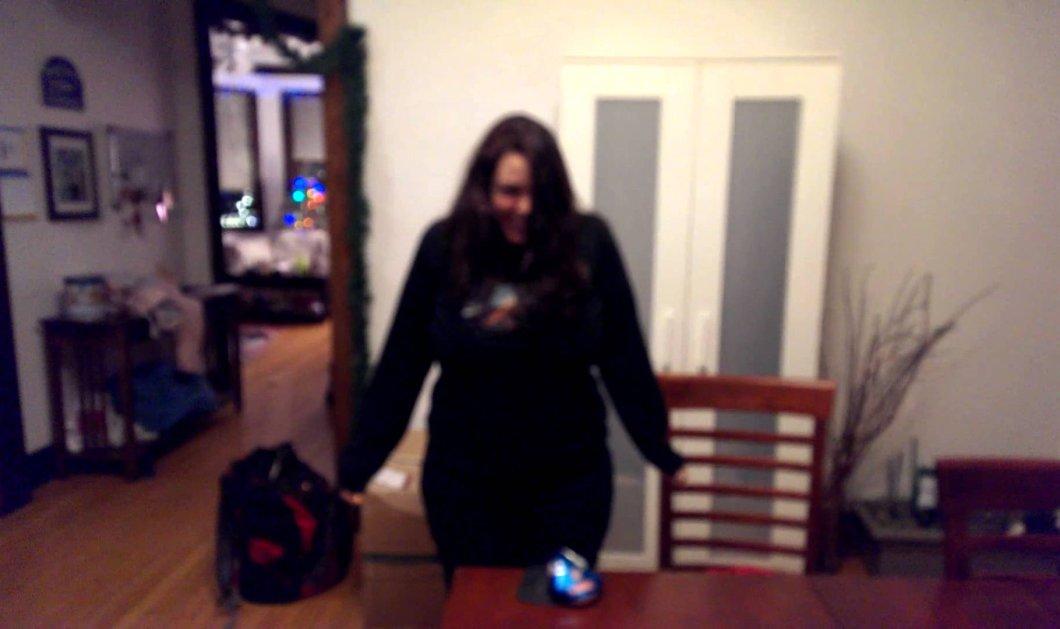 Το βίντεο που ''τρελαίνει'' τα κοντέρ του διαδικτύου: Ατρόμητη... νεαρή σπάει κουτάκια μπύρας με το στήθος της - Κυρίως Φωτογραφία - Gallery - Video