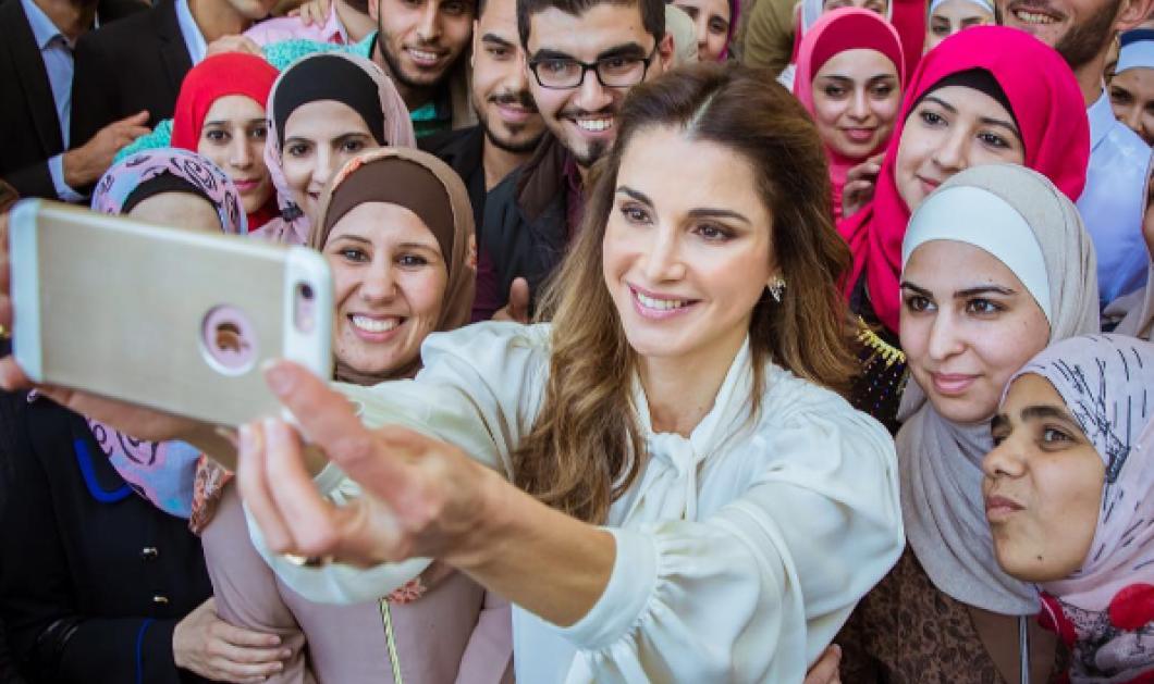 Βασίλισσα Ράνια της Ιορδανίας: Εγκαινιάζει σχολή δασκάλων & είναι η μόνη χωρίς μαντήλα! Δείτε την selfie  - Κυρίως Φωτογραφία - Gallery - Video