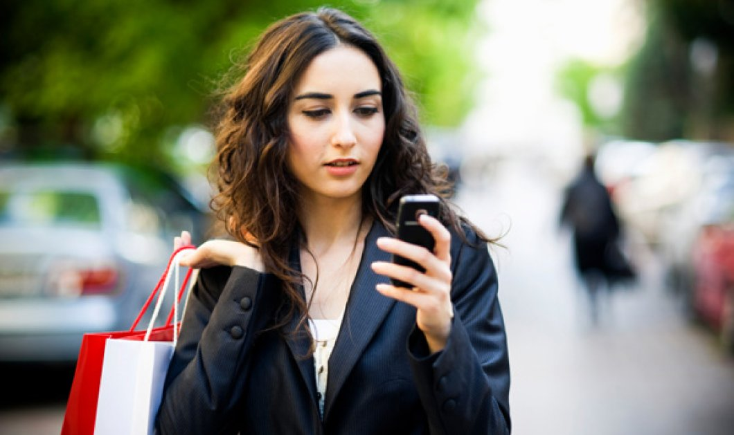 Έρευνα: Οι γυναίκες αφιερώνουν όλο και περισσότερο χρόνο στο κινητό τους παρά στον άντρα τους  - Κυρίως Φωτογραφία - Gallery - Video