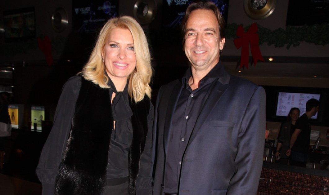 Ελένη Μενεγάκη –Ματέο Παντζόπουλος: Τρυφερή αγκαλιά μπροστά από το Χριστουγεννιάτικο δέντρο - 60.000 τα likes  - Κυρίως Φωτογραφία - Gallery - Video
