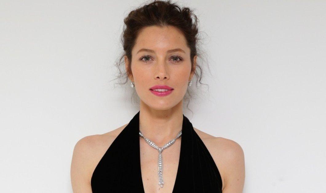 Mε εντυπωσιακά ακροβατικά ''γιόρτασε'' η πανέμορφη Jessica Biel τους 2 εκ. followers - Δείτε φωτό  - Κυρίως Φωτογραφία - Gallery - Video