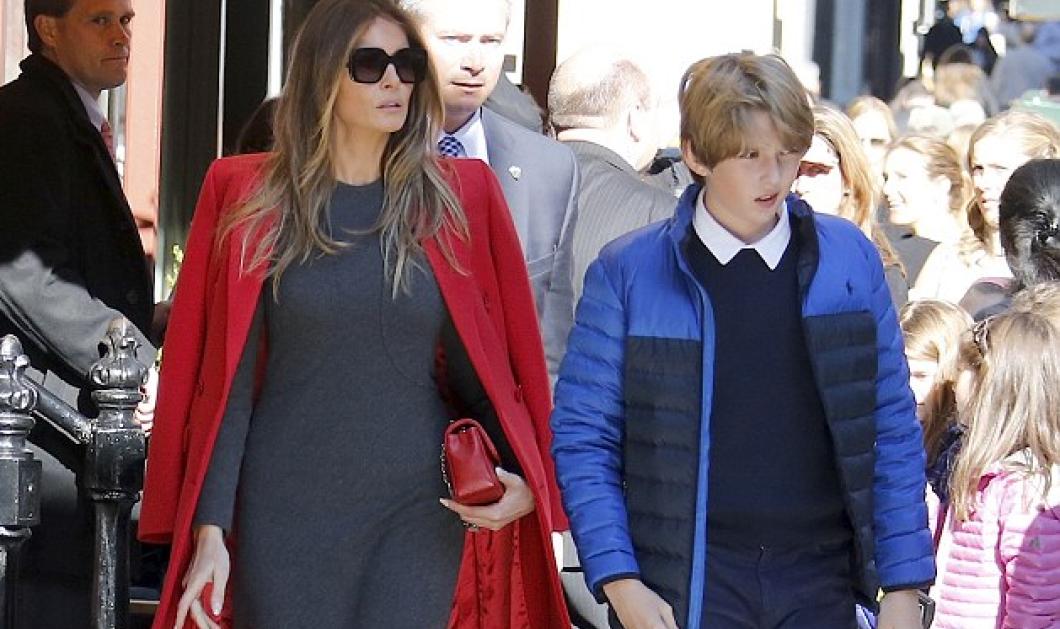 Melania Trump: Η Πρώτη Κυρία των ΗΠΑ με στενό φόρεμα & κομψό παλτό για φαγητό με τον γιο της - Κυρίως Φωτογραφία - Gallery - Video