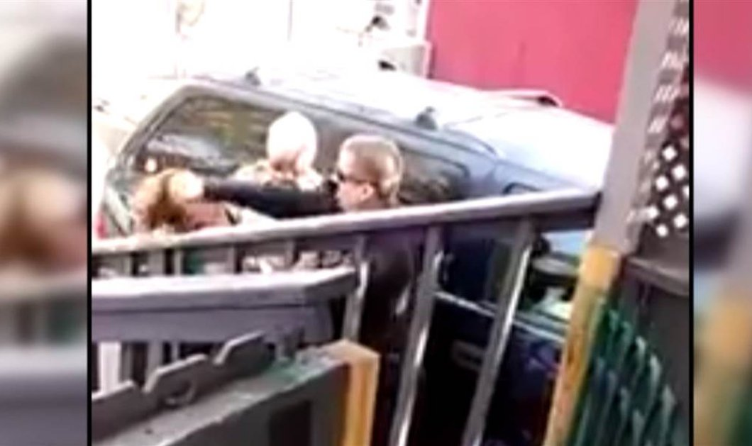 Σκληρό βίντεο: Αστυνομικός γρονθοκοπεί γυναίκα στο πρόσωπο on camera - Σάλος στις ΗΠΑ - Κυρίως Φωτογραφία - Gallery - Video