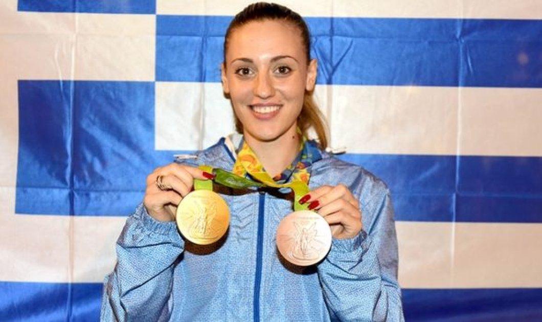 Άννα Κορακάκη: Η ''χρυσή'' Ολυμπιονίκης στόλισε χριστουγεννιάτικο δέντρο... με τα μετάλλια της - Φωτό - Κυρίως Φωτογραφία - Gallery - Video