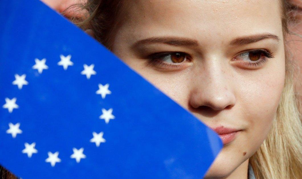Η ημέρα που κάνει την Ευρώπη να τρέμει: Θα τα καταφέρει ο Ρέντσι στην Ιταλία; - Θα βγάλει ακροδεξιά η Αυστρία; - Κυρίως Φωτογραφία - Gallery - Video