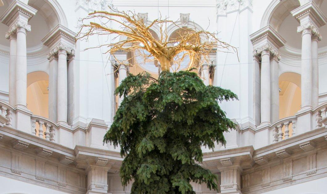Τα Χριστούγεννα... ανάποδα! Δείτε το φετινό χριστουγεννιάτικο δέντρο της φημισμένης Tate Britain που έφερε κυριολεκτικά, τα πάνω-κάτω! - Κυρίως Φωτογραφία - Gallery - Video
