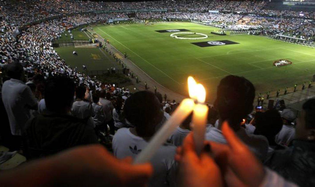Συγκλονιστικό: Το FoxSports «μετέδωσε» με μαύρο τον τελικό της Τσαπεκοένσε - Δείτε φωτό - Κυρίως Φωτογραφία - Gallery - Video