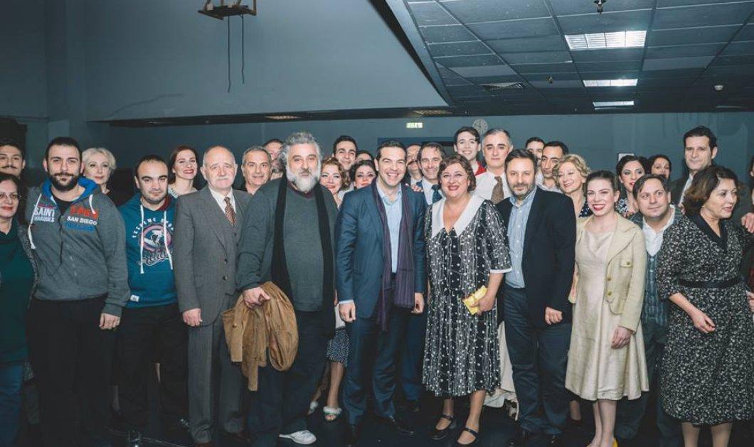 Ο Αλέξης Τσίπρας και η σύζυγός του Μπέτυ Μπαζιάνα πήγαν θέατρο στη Θεσσαλονίκη -Στο «Τρίτο Στεφάνι»  - Κυρίως Φωτογραφία - Gallery - Video