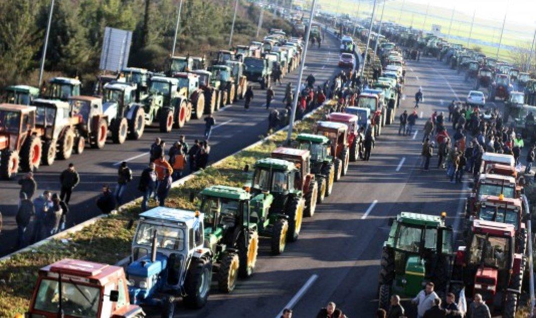 Ξεκίνησαν τα μπλόκα των αγροτών – Κλειστή η Εθνική οδός Αθηνών-Πατρών  - Κυρίως Φωτογραφία - Gallery - Video