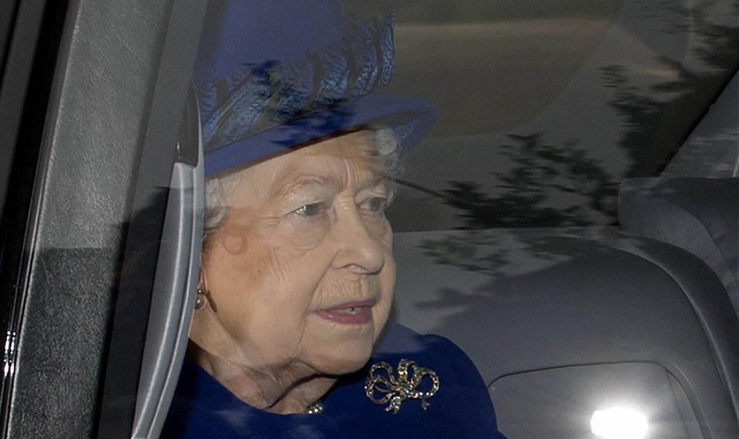 Με μπλε royal παλτό η πρώτη εμφάνιση της Ελισάβετ μετά το κρυολόγημα που ανησύχησε τον πλανήτη (φωτό-βίντεο) - Κυρίως Φωτογραφία - Gallery - Video