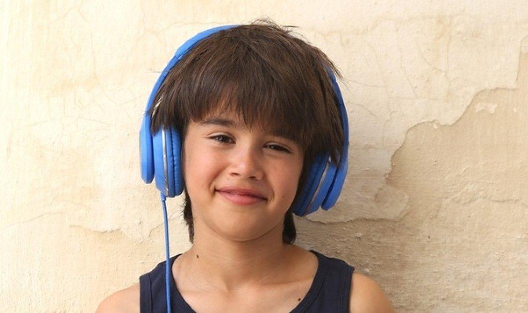 «Η λέξη που δε λες»: O μικρός πρωταγωνιστής από τα Χανιά ξετρελαίνει τους τηλεθεατές - Ο Παπαδουλάκης υπογράφει την σειρά - Κυρίως Φωτογραφία - Gallery - Video