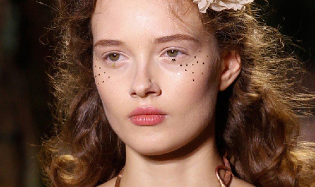 Εβδομάδα Υψηλής Ραπτικής Παρίσι: Τα μακιγιάζ στα κορίτσια των Armani, Valentino, Saab, Gaultier  - Κυρίως Φωτογραφία - Gallery - Video