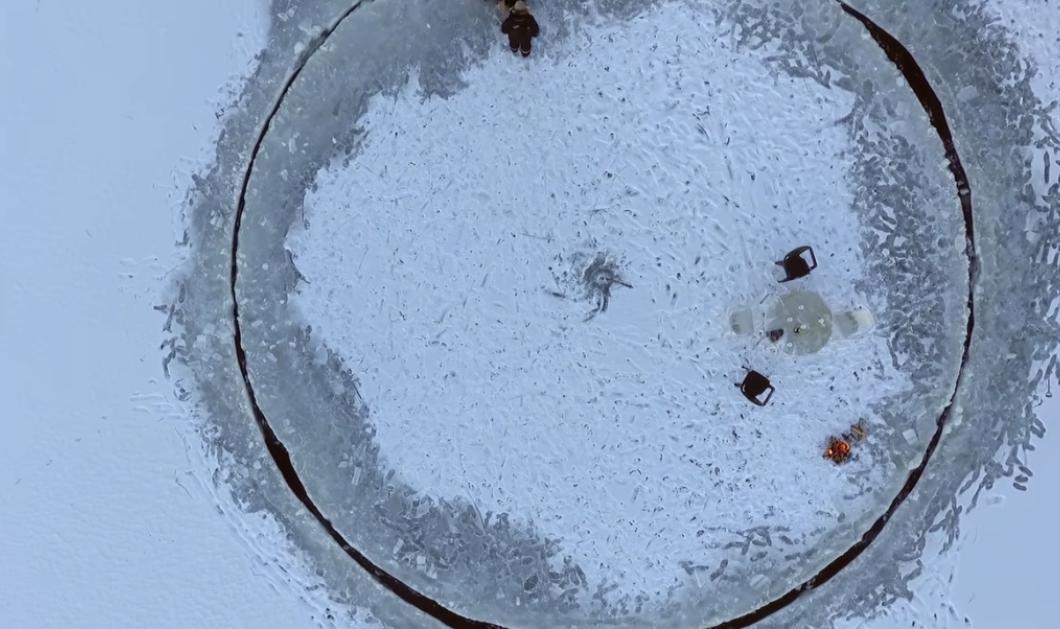 Βίντεο: Δείτε αυτό το αυτοσχέδιο καρουζέλ στον πάγο - Χρειάστηκε μόνο έμπνευση & 1 αλυσοπρίονο  - Κυρίως Φωτογραφία - Gallery - Video