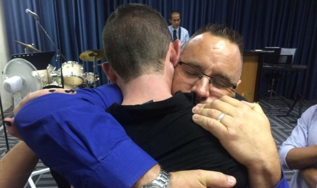 Ο πατέρας του αδικοχαμένου 9χρονου αγκάλιασε & προσέφερε δημόσια την συγχώρεσή του στον άνθρωπο που παρέσυρε & σκότωσε το σπλάχνο τους - Κυρίως Φωτογραφία - Gallery - Video