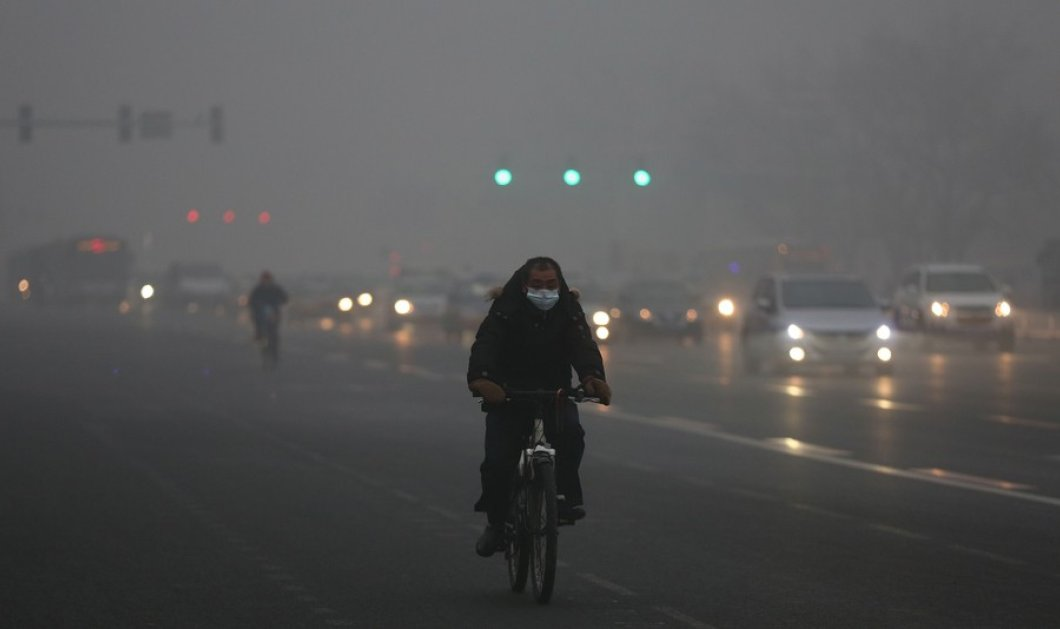 Story of the day: Φτωχός Κινέζος ταξίδευε με ποδήλατο 1 μήνα σε λάθος κατεύθυνση για να κάνει Πρωτοχρονιά σπίτι του και...  - Κυρίως Φωτογραφία - Gallery - Video