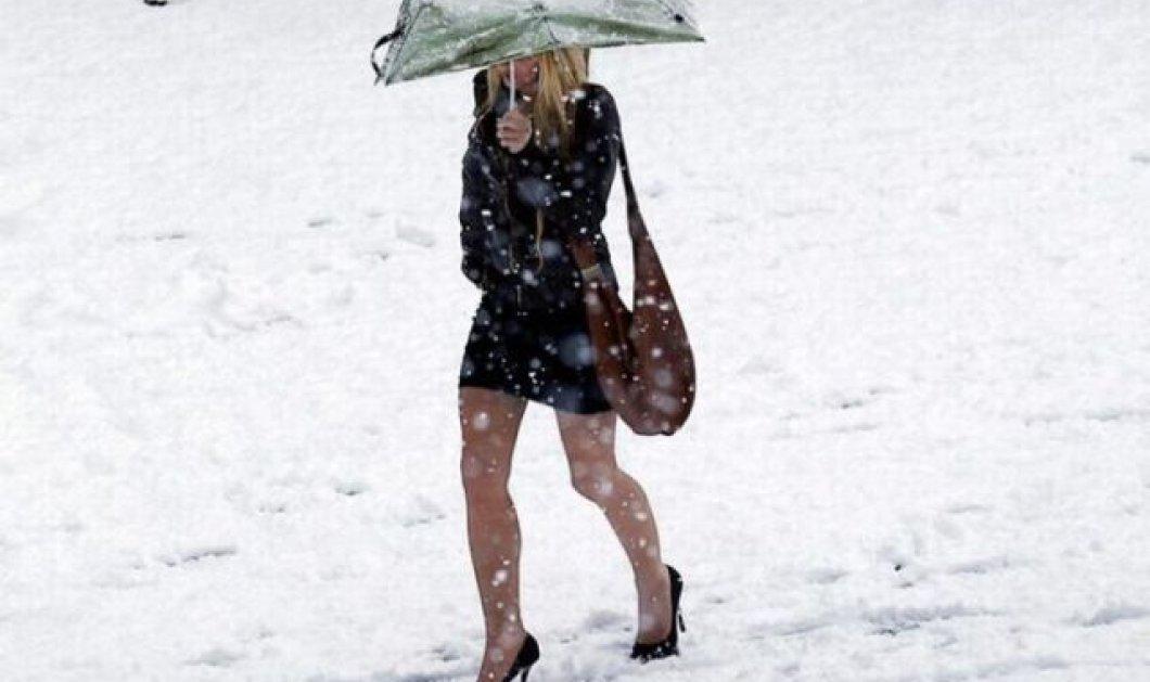 Smile Video: 3 γυναίκες αψηφούν τον πάγο στους δρόμους & περπατούν με τα ψηλοτάκουνα τους - Κυρίως Φωτογραφία - Gallery - Video