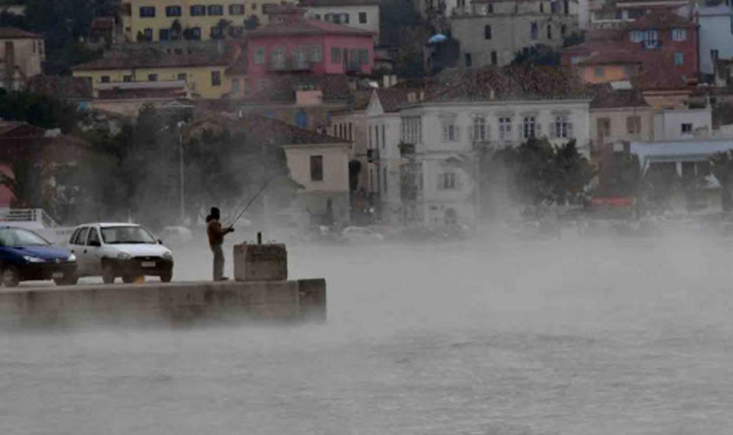 """Το πιο περίεργο φαινόμενο: """"Εβραζε"""" η θάλασσα στο Ναύπλιο λόγω του ψυχρού κύματος   - Κυρίως Φωτογραφία - Gallery - Video"""