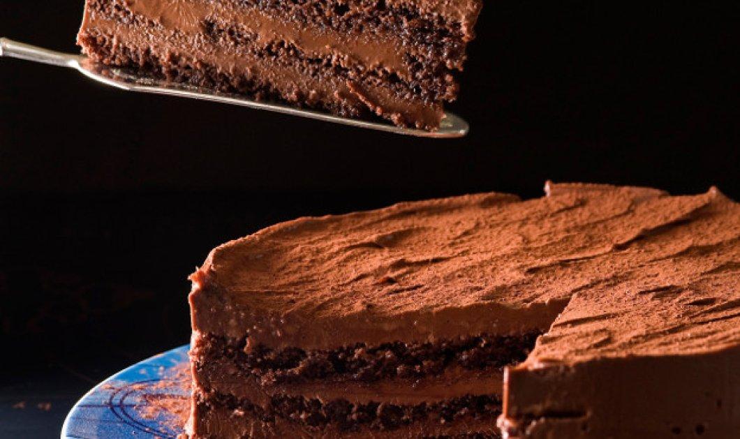 Σας αρέσει η σοκολάτα; Αν ναι, μη χάσετε αυτή την σοκολατένια τούρτα με ρούμι από τον Στέλιο Παρλιάρο - Κυρίως Φωτογραφία - Gallery - Video