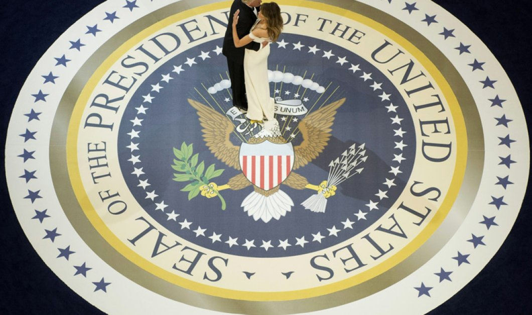 «Μy Way» με Φρανκ Σινάτρα, ο Ντόναλντ Τραμπ και η Μελάνια στο πρώτο επίσημο χορό (βίντεο) – Ποιος έντυσε τελικά τη νέα πρώτη κυρία - Κυρίως Φωτογραφία - Gallery - Video