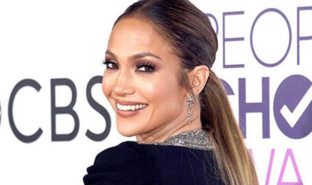 Και η Jennifer Lopez έχει κυτταρίτιδα: Με μικροσκοπική δερμάτινη φούστα τα δείχνει όλα - Κυρίως Φωτογραφία - Gallery - Video