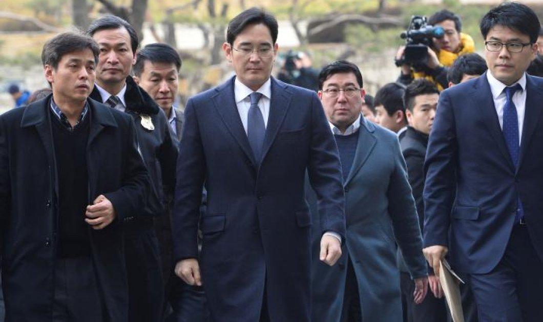 Με χειροπέδες & δεμένος με λευκό σκοινί ο επικεφαλής της Samsung: Δωροδόκησε για να πάρει την θέση; Φώτο, βίντεο - Κυρίως Φωτογραφία - Gallery - Video